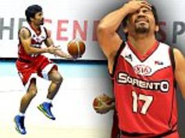 Manny Pacquiao swaps boxing ring for the basketball court